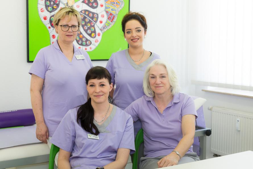 Frau Wienke mit 3 Schwestern
